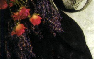Букетик из роз и лаванды