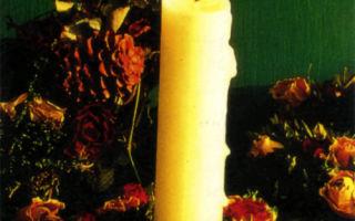 Кольцо из сухих роз на подсвечник