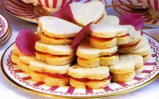 Сандвичи с лепестками роз
