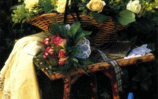 Корзинка с розами и травами
