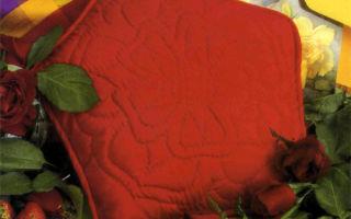 Подушка в стиле розы Тюдоров