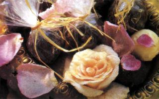 Трюфели с лепестками роз