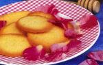 Бисквитное печенье с розовой водой